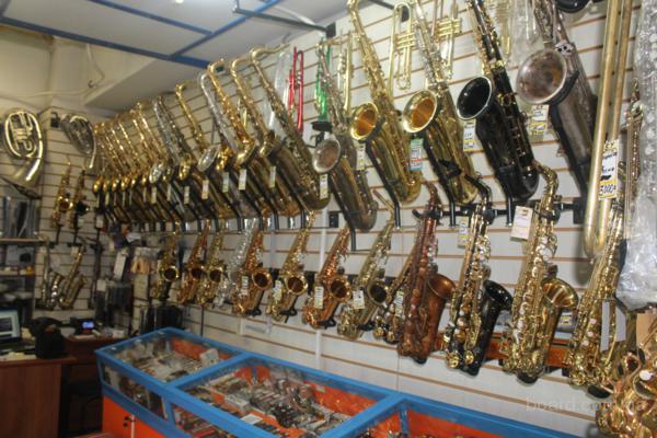 Продажа музыкальных духовых инструментов в комиссионном магазине