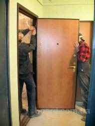 Срочное вскрытие дверей.  Замер проема.  Установка пластиковых окон.  Установка стальной двери.