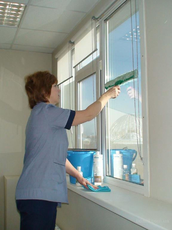Мытье окон и витрин в Екатеринбурге.