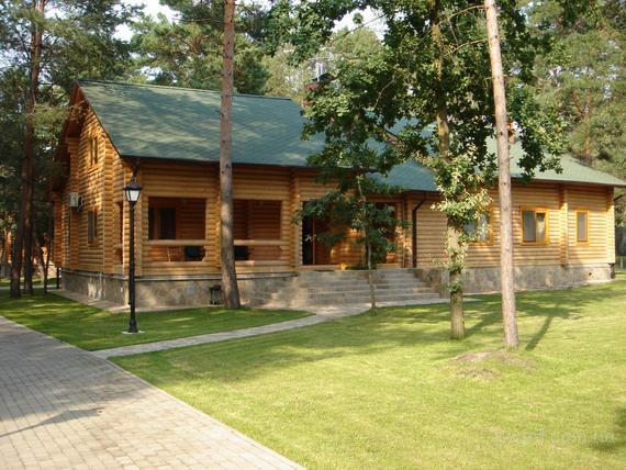 Конча-Заспа, аренда дома на берегу реки Козинка в сосновом лесу в коттеджном городке. Хозяин.