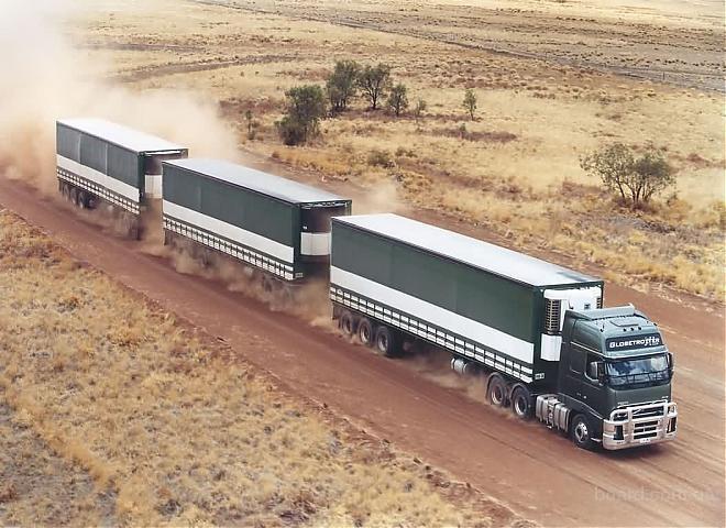 В случае критической ситуации, система стабилизации автопоезда тормозит всеми колесами...