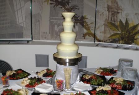 Шоколадный фонтан представляет собой набор каскадо