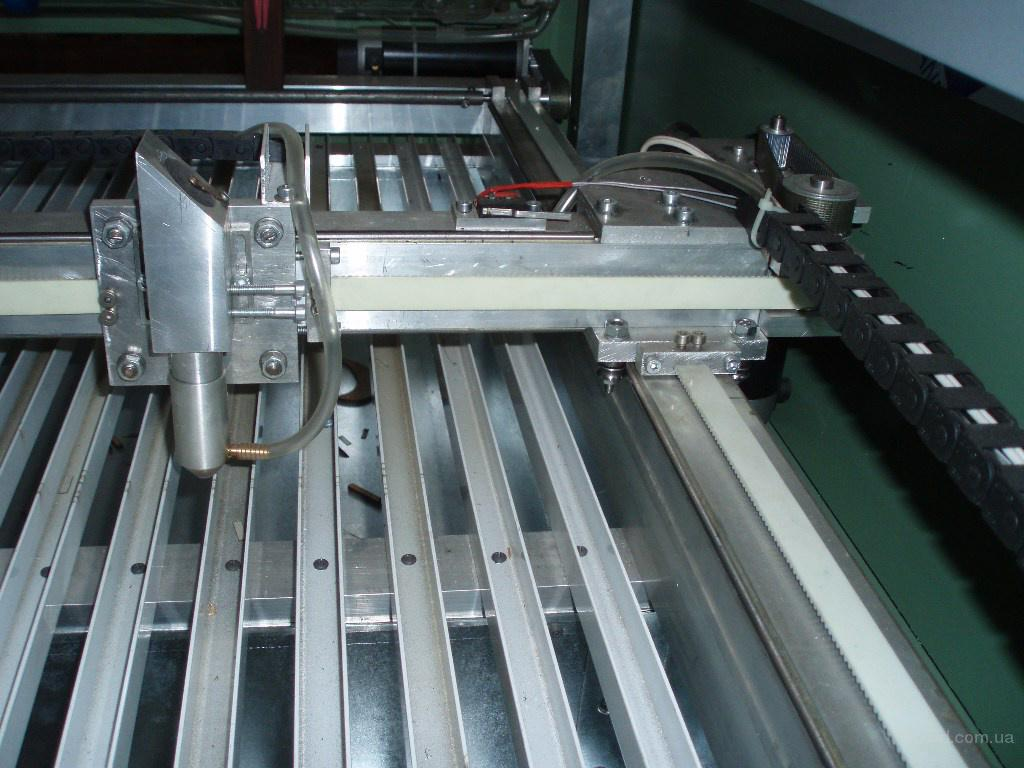 Лазерный гравер.  Рабочее поле- 1450мм Х 960 мм Лазер-СО2 отпаяный излучатель,мощность 100 Вт Привода-сервомоторы по...