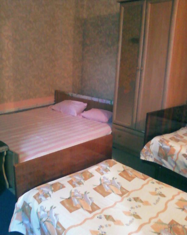 комнату у персика в лазурном