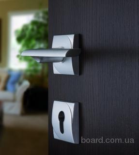 Установка дверей, врезка замков, перетяжка дверей кожвинилом на сервере рекламных объявлений.