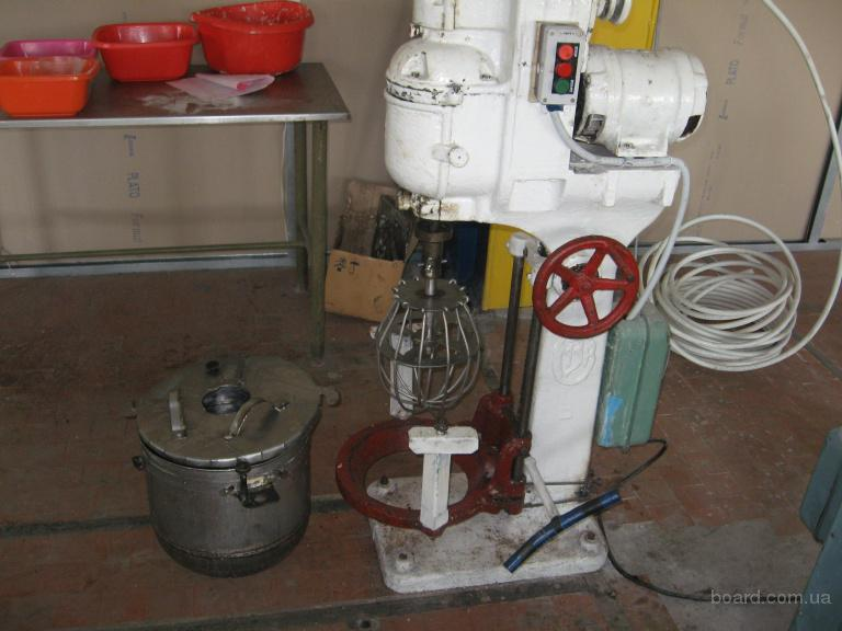 СРОЧНО.  Продаю оборудование для кондитерского цеха 1.Ротационная печь, к ней 3 тележки 27 протфеней - 12000 гривень.