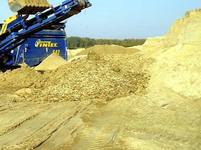 Зерновой состав песка определяют путем просеивания его в сухом состоянии...