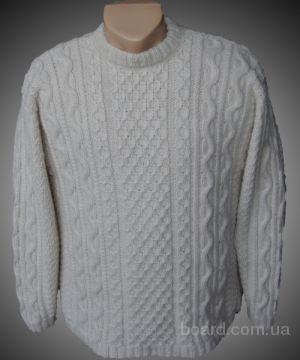 Это свитера ручной вязки различных фасонов с рисунками снежинок и оленей.