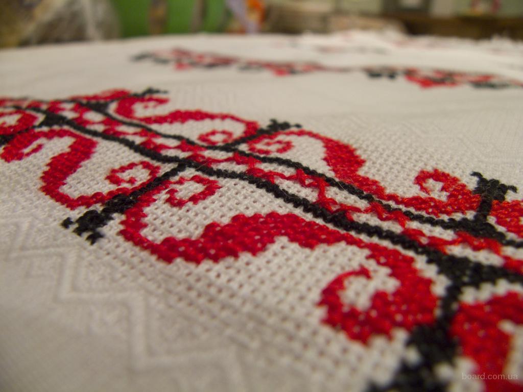 ...а на свадебных рушниках они должны переплетаться в узоры с... Самыми популярными узорами являются цветочные - розы...