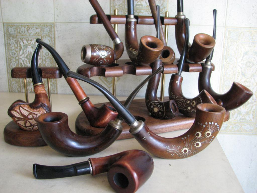 Продам курительные трубки вырезанные из корней ценных пород дерева. Авторские, высококачественные.