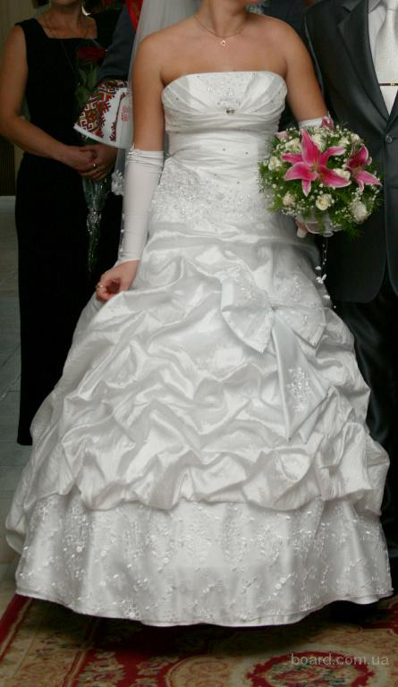 Объявление Киева Продам свадебное платье с красивым бантом сзади.