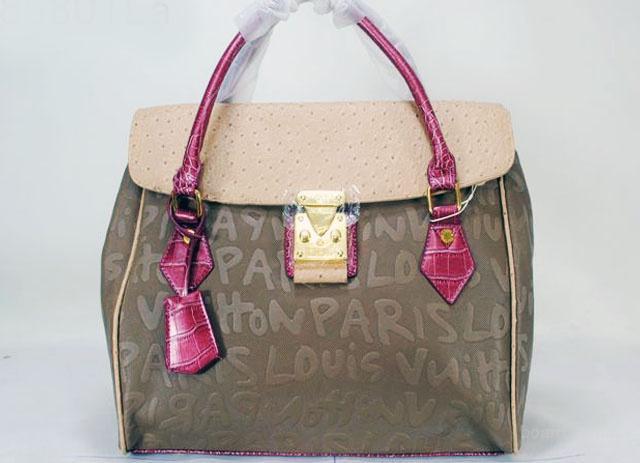 Красится замшевая сумка.