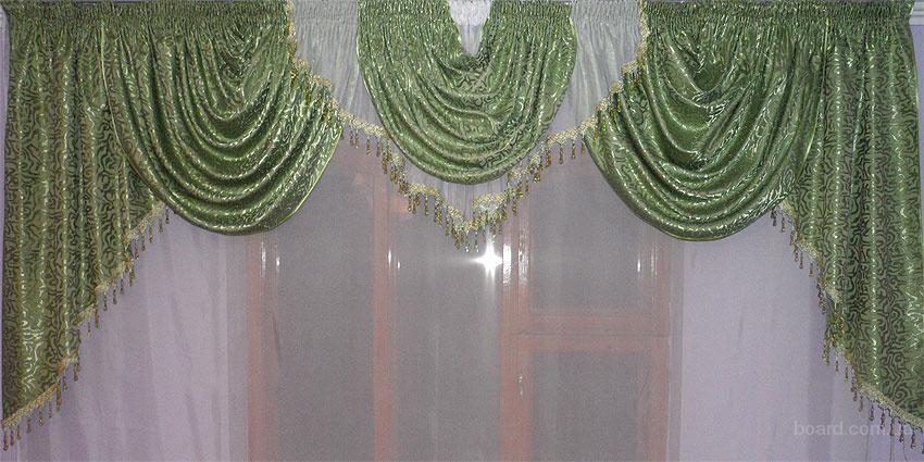 Ламбрекен из шторной ткани зеленый.