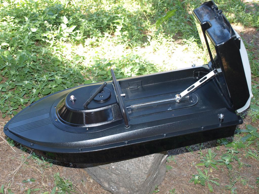 кораблик для завоза прикормки с эхолотом jabo