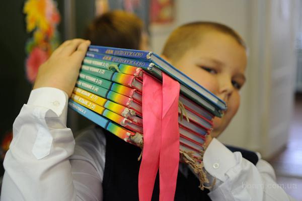 Школьная литература (учебники, тетради, атласы, карты).